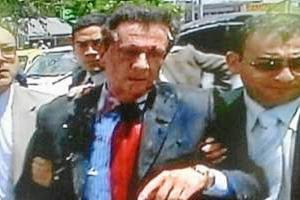 F.d. inrikesminister Fernando Londoño efter attentatet. Foto: Agencias/ El Liberal